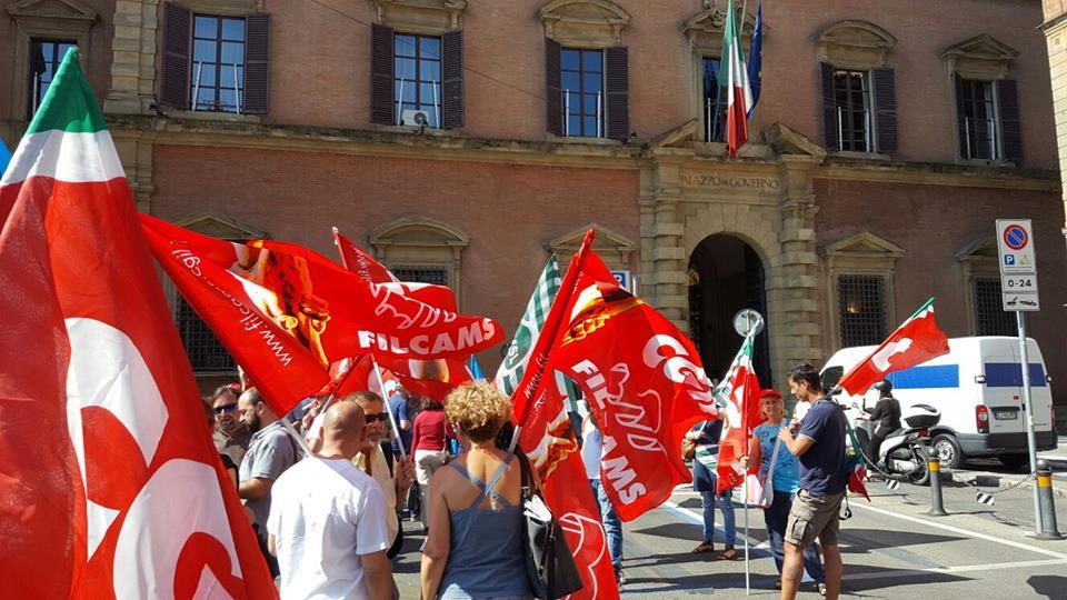 Presidio Prefettura permesso di soggiorno Bologna 28 giugno 2016