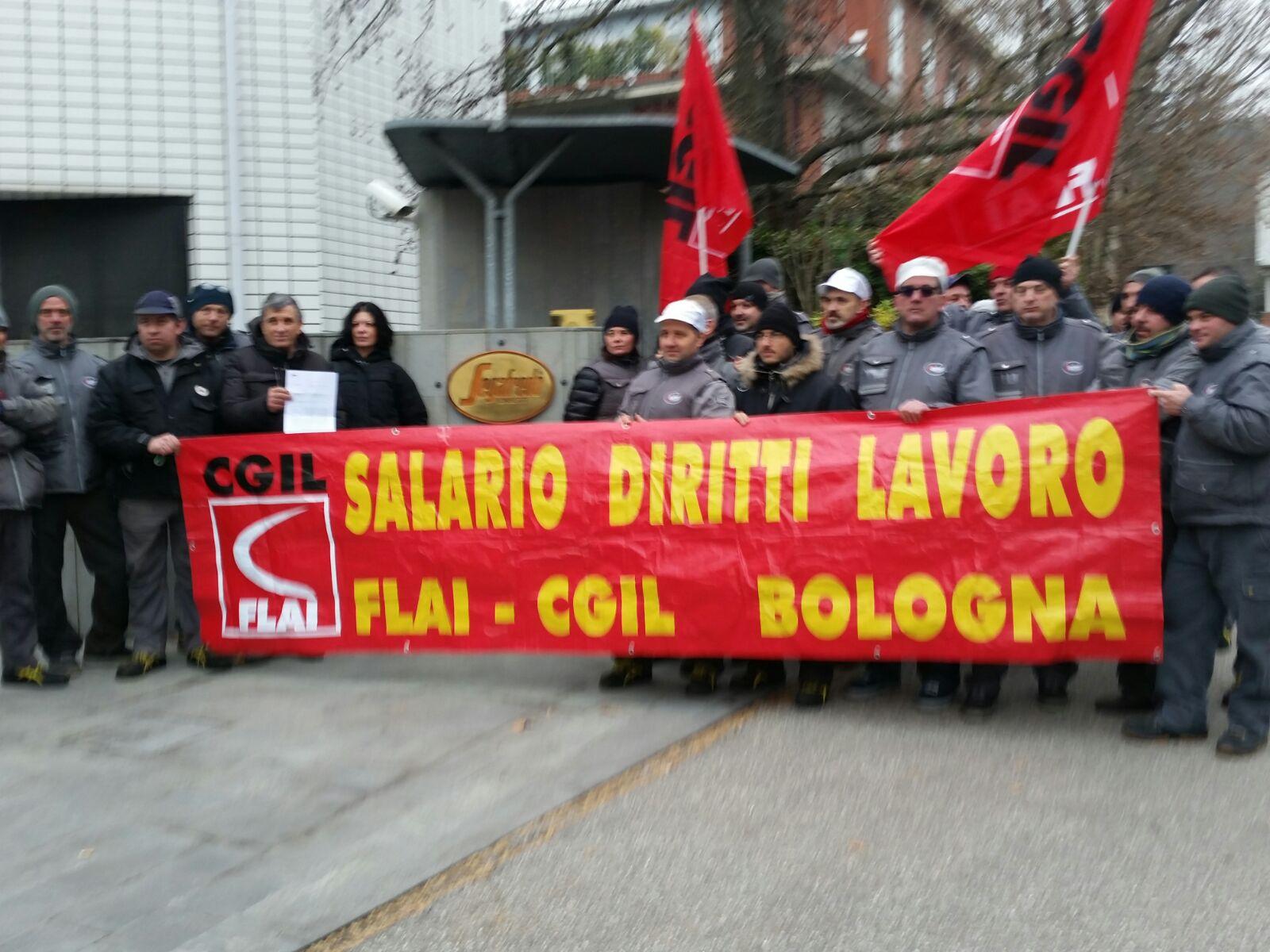 Lavoratore licenziato sciopero a oltranza alla segafredo for Piani di casa rambler con seminterrato sciopero